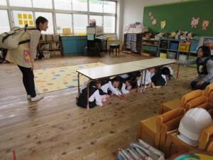 今日は地震による避難訓練日です。安全確保その1