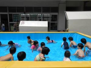 つぼみ組さんの初泳ぎです