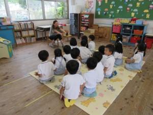 マルガ先生による英語の始まり。まずはゆり組さん