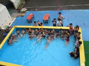 プールだよ、全員集合!
