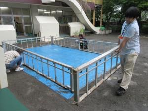 園庭のプールの解体作業もしました