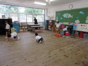 教室の床もピッカピカ。
