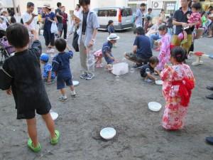 杉山兄弟の皆さんがご提供して下さいました、シャボン玉の自由遊びコーナーです。