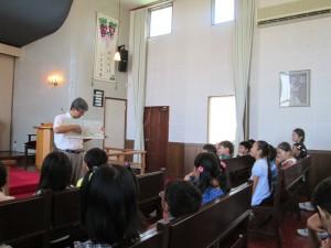 園長先生から、広島、長崎の原爆の話を聞きました。みんなが平和の使者になることを願って。