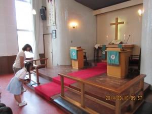まずはお誕生感謝の礼拝です。いつものように、東日本大震災復興支援の献金をしました。