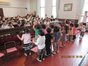 つぼみ組さんには誕生者がいませんでしたので、全員でお祝いの歌を披露しました。