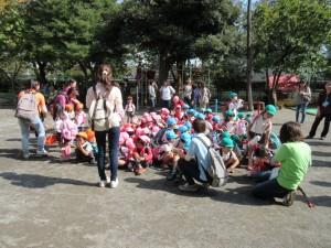 幼稚園に着きました。少し疲れたかな。お手伝いのお母さま方にお礼をして、降園しました。