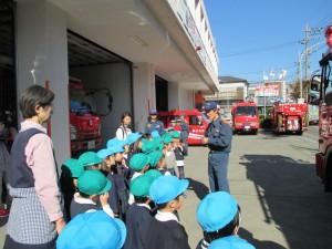消防署を訪問し、説明を受けています。
