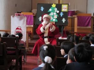 サンタさんが聖書のお話をしてくれました。