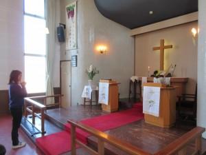 礼拝の終わりはローソク消灯です。