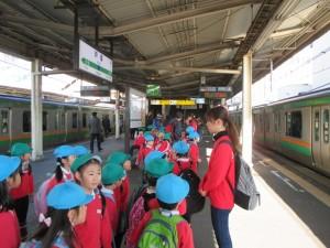 さあ、これから横須賀線に乗って、鎌倉駅に行きます。