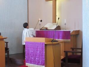 お誕生会は礼拝から始まります。