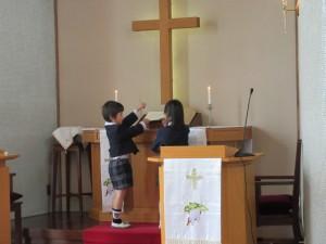 礼拝の中で東日本大震災被災者を覚えて献金をします。