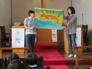 今回のお祝いの出し物は先生方による大型紙芝居です。