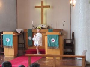 礼拝の最後は、やはりローソク消灯で終わります。