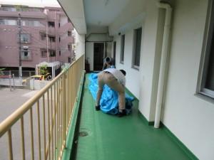 二階では、干してあったプールシートをたたんでいただきました。