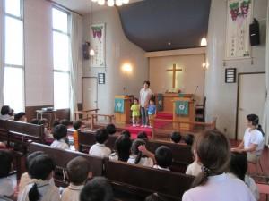 満3歳クラスのつぼみ組にも2名のお友達が新入園し、紹介されました。