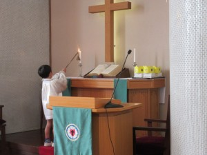 お誕生会の礼拝の始まりです。
