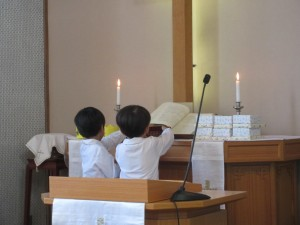 礼拝の中で東日本大震災被災者のための献金をします。