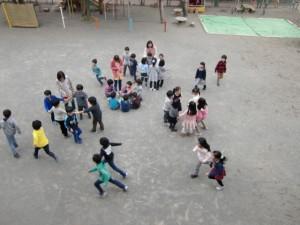 お餅を食べる前に、みんなで遊びました。