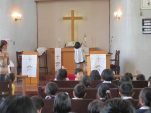 始業式礼拝のアコライト当番さんです。