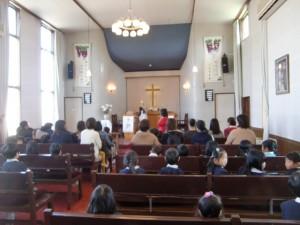 4月から入園する新しいお友達と一緒に礼拝を守りました。