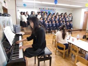 先生方に皆で感謝の歌を唱ってくれました。