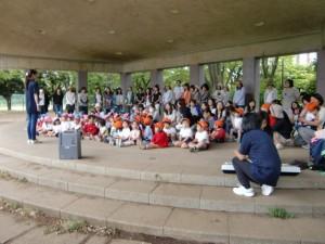 金井公園に着きました。たんぽぽさんは現地集合です。これから開会礼拝です。