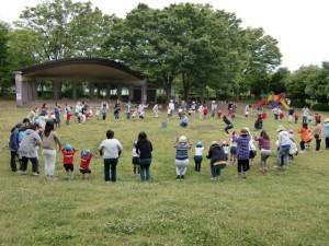 写真の後は集団遊びをしました。アベラハムには七人の子!