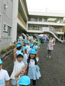 ゆりさんは、園医の久保井先生を訪問します。