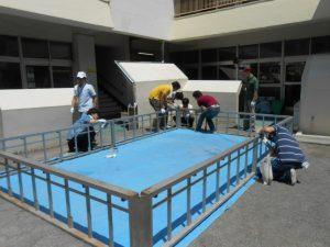 20日から始まるプール遊びのための、プールの組み立てをしていただきました。