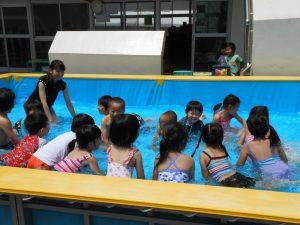 今日からプール遊びが始まりました。