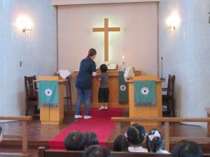 7月生まれのお誕生会です。誕生者が東日本大震災被災者を覚えて献金を捧げます。