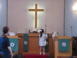 礼拝の最後は消灯です。