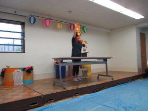 今回の出し物は、先生方のマジックショーです。