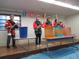 続けて祭り太鼓の披露です。約1名、観衆を見ることのできない演者がいました。練習不足でしょうか?