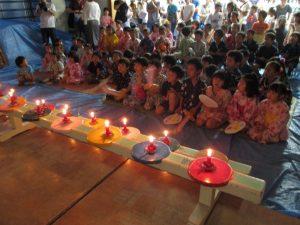 閉会は、ローソクの火を灯して熊本地震の被災者をはじめ<困難のうちにある全ての人々覚えて、お祈りをしました。