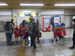舞岡駅に着きました。ここからは、畑まで歩きます。