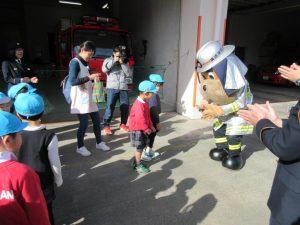 ゆりさんは、戸塚消防署を訪問させて頂きました。ハマくんに感謝状を受け取ってもらいました。