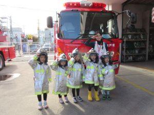 消防服も着せて頂きました。