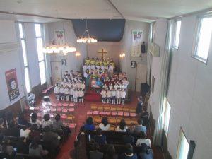 終わりは、全員が祭壇に勢揃いです。